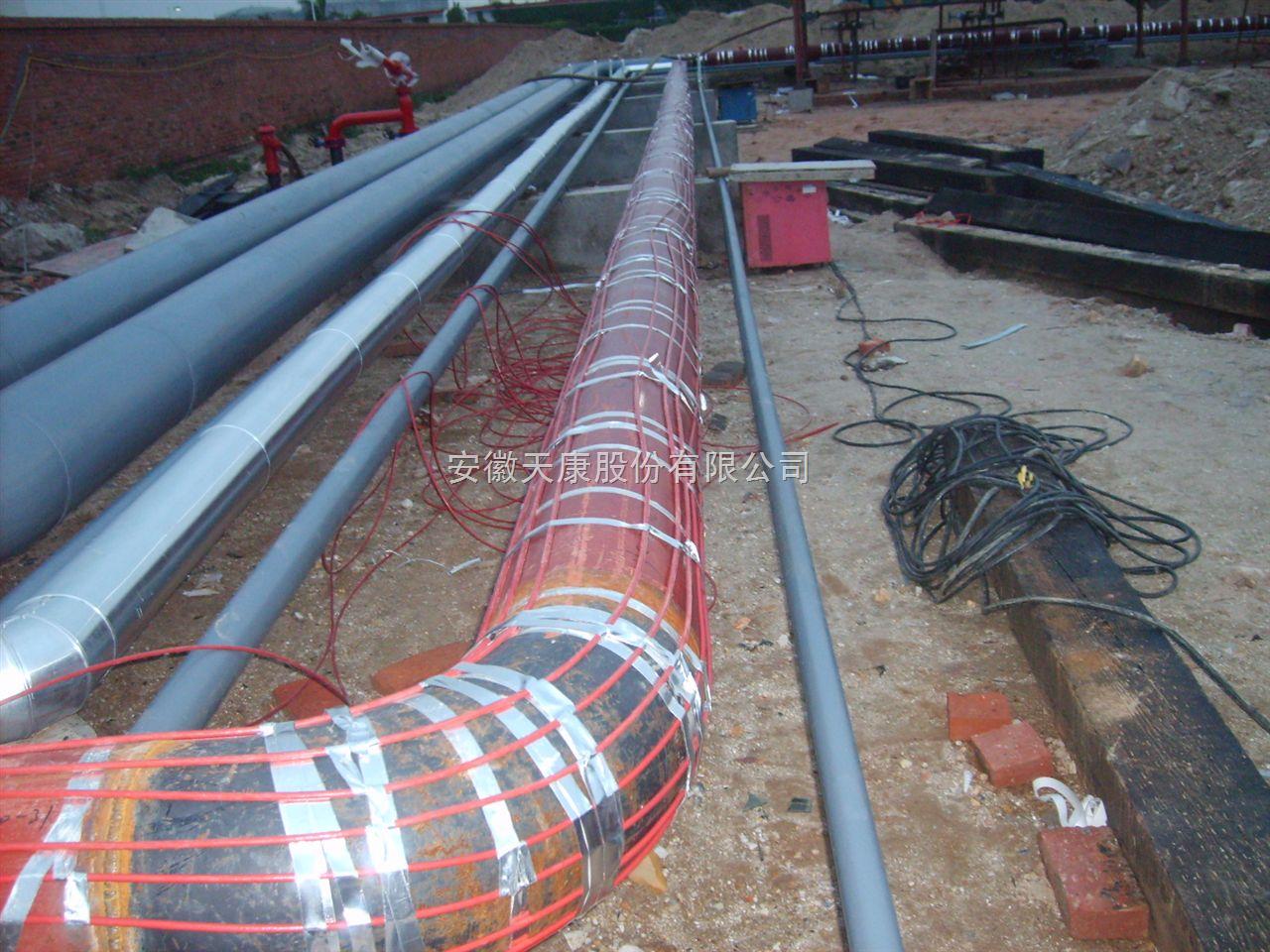 石油化工管道伴热电缆 电伴热系统选型根据管道、储簟等工艺装置所散耗的热量;介质要求维护的温度;保温材料及厚度等因 素,可以确定伴热系统的型号: (1) RDP2-J3-20型电热带,防爆标志eT3 (2) ZDH-2型防爆电源接线盒,防爆标志eT4 (3) ZZH型防爆中间盒,防爆标志eT4 (4) ZZF型防爆终端盒,防爆标志eT4 (5) BJW51型防爆温度控制器,防爆标志e-dB T4 (6) 铝胶带,耐热压敏胶粘带,吼卡,防爆磁力启动器,防爆开关。 182 2666