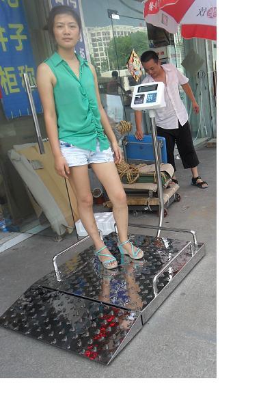 8m*1m透析称,莱阳200公斤带扶手轮椅电子秤